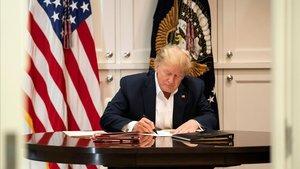 Trump este domingo en la suite presidencial del hospital donde está ingresado.