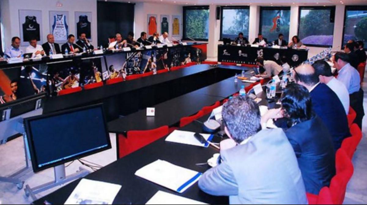 Una imagen de la asamblea de los clubs de baloncesto, en la sede de la ACB en Barcelona