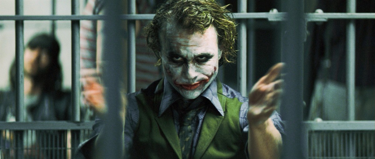 El actor Heath Ledger interpretando al Joker en la película El caballero oscuro.