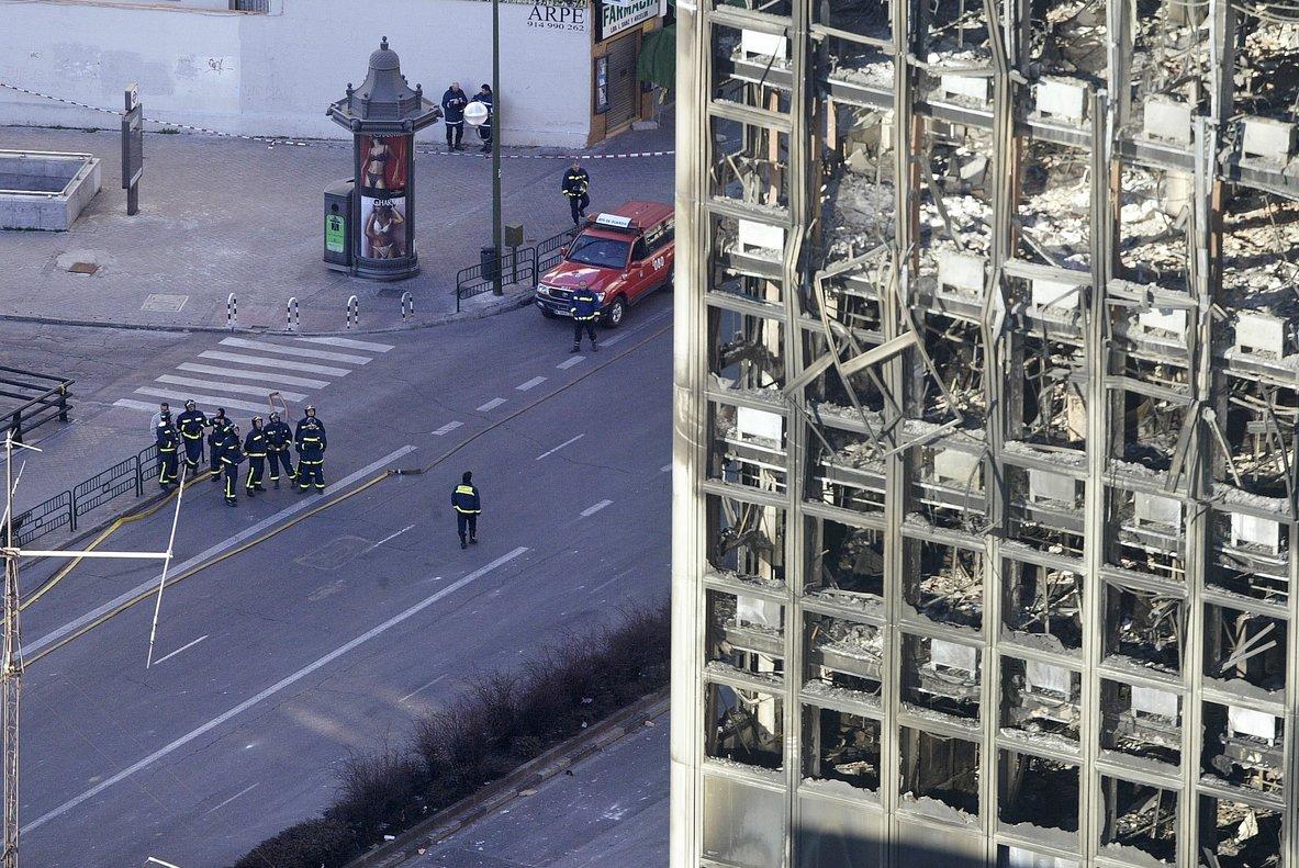 El edificio Windsor en Madrid, tras el incendio en febrero del 2005.