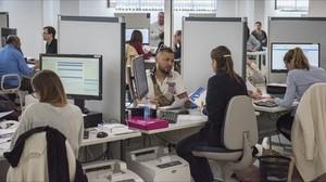Imagen de archivo de contribuyentes en una oficina de la Agencia Tributaria, en el 2017.