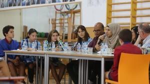 Momento de la mesa redonda en el gimnasio del colegio L'Horitzó de Barcelona.