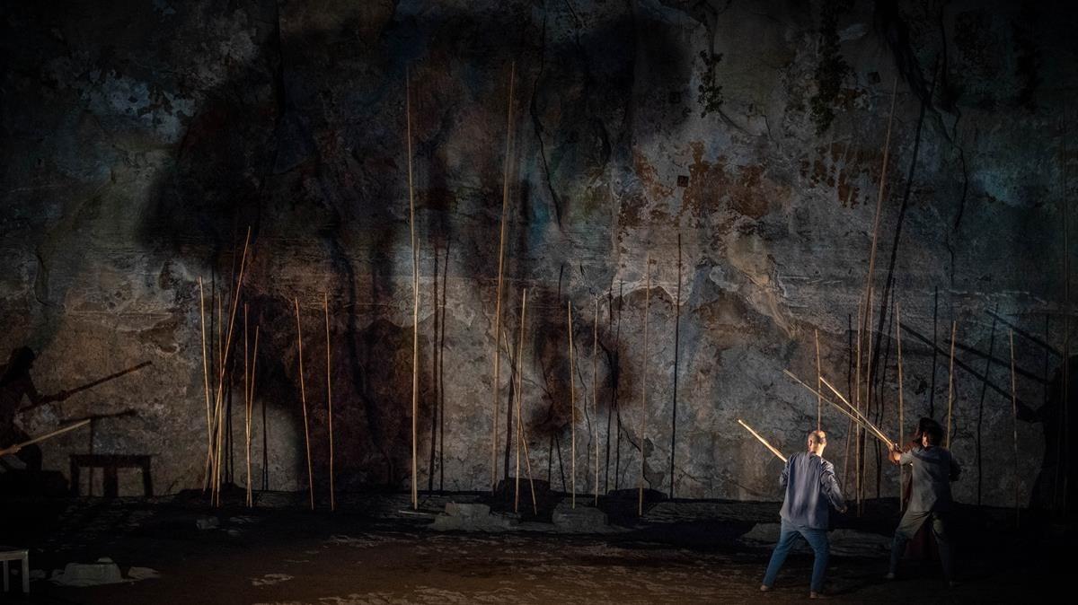 Una escena de El poema deGuilgamesh, montaje dirigido por Oriol Broggi, estrenado en el Teatre Grec.