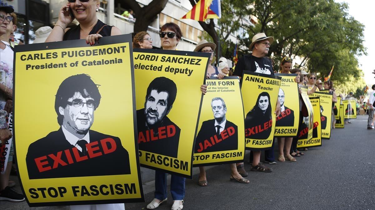 Pancartas con las fotos de los procesados, durante la manifestación independentista en Barcelona.
