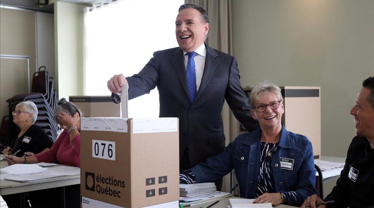 François Legault, líder de Avenir Québec, deposita su voto, el 1 de octubre del 2018.