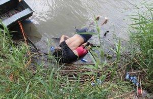 Un padre y su hija de menos de dos años perdieron la vida al intentar cruzar el río Bravo cerca de la ciudad mexicana de Matamoros, según informó la esposa y madre de los fallecidos a las autoridades.