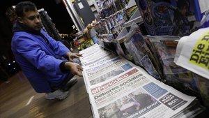 Un quiosco de venta de prensa en la rambla de Catalunya.