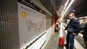 Información de las alternativas a los trenes en la estación de metro de Fabra i Puig.
