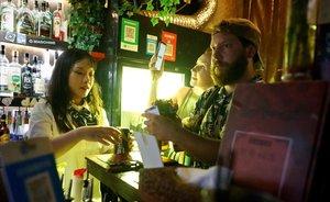 La Covid també s'apunta a la festa: preocupen bars i discoteques