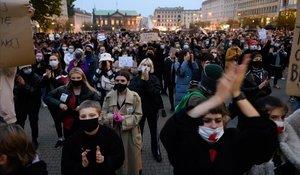 El presidente de Polonia da marcha atrás a su polémica ley del aborto