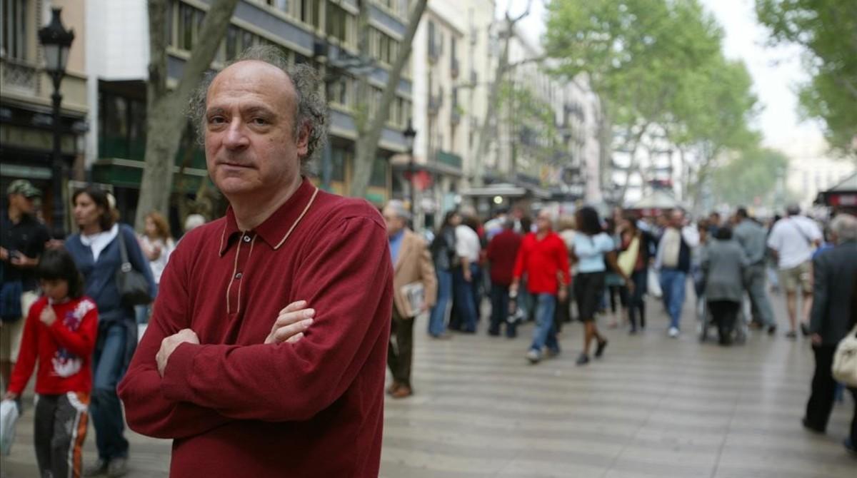 Jaume Sisa, en la Rambla de Canaletes.