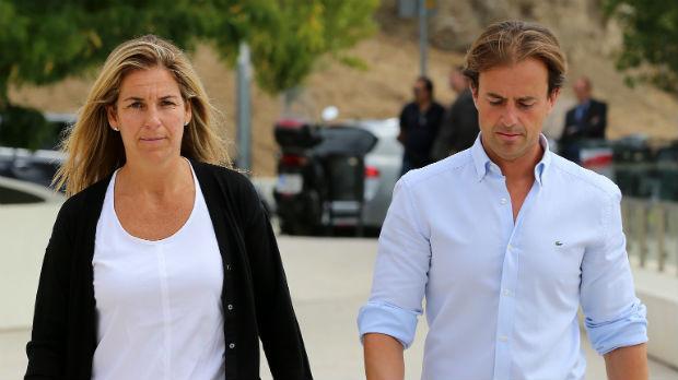 El marido de Arantxa Sánchez Vicario le pide el divorcio y la deja en la ruina (ES)