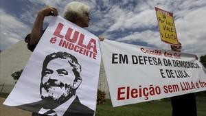 Manifestantes en apoyo a Lula en Brasilia