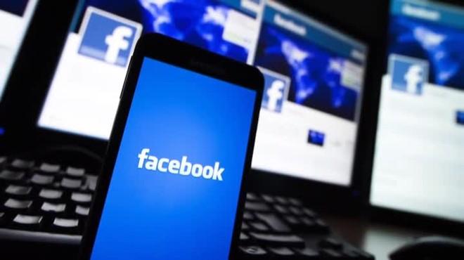 Facebook es continua desplomant a la borsa després de lescàndol de les filtracions