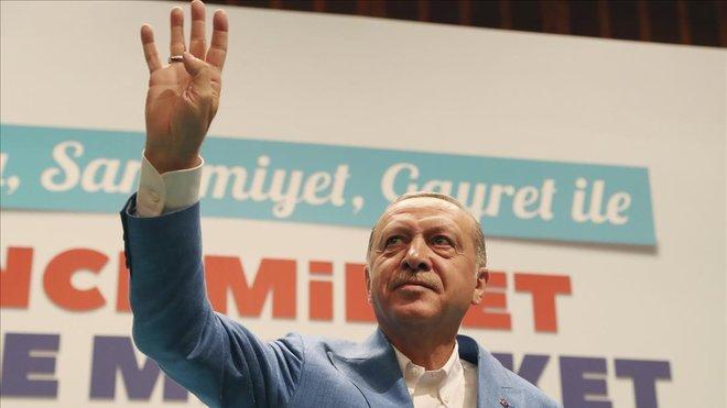 Erdogan utilizó el golpe de estado fallido para apartar a opositores políticos.