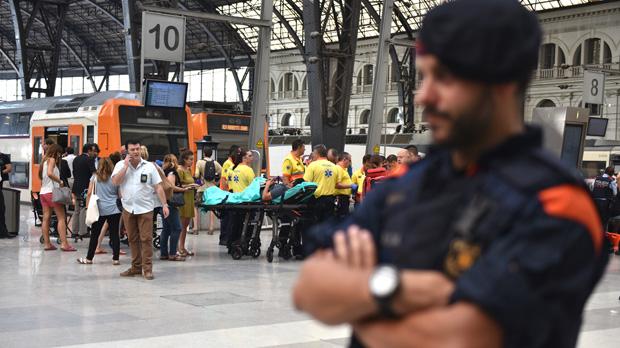 Lesimatges de lacàmera de seguretat que capten laccident ferroviari de lestació de França.