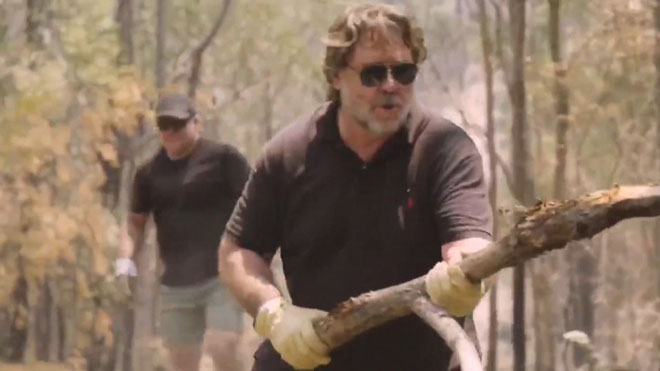 El actor Russell Crowe muestra los daños que los incendios de Australia han causado en sus propiedades.