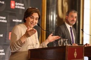 Ada Colau y Jaume Collboni, en el acto de firma de supacto de gobierno, en mayoel 2016.