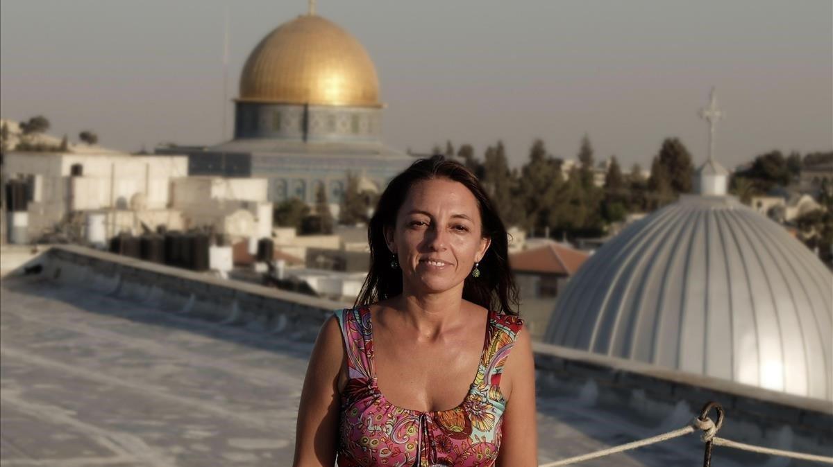 IN MEMORIAM de Ana Alba, corresponsal de EL PERIÓDICO en Jerusalén. En la imagen,con la mezquita de Al-Aqsaal fondo, en Jerusalén.