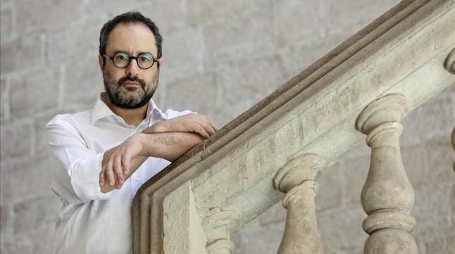 Antonio Baños posa para una entrevista con motivo de la publicación de su libro Posteconomía.