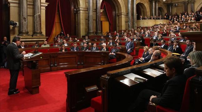 Artur Mas, enla tribuna del Parlament durante el debate de investidura del 20 de diciembre del 2012.