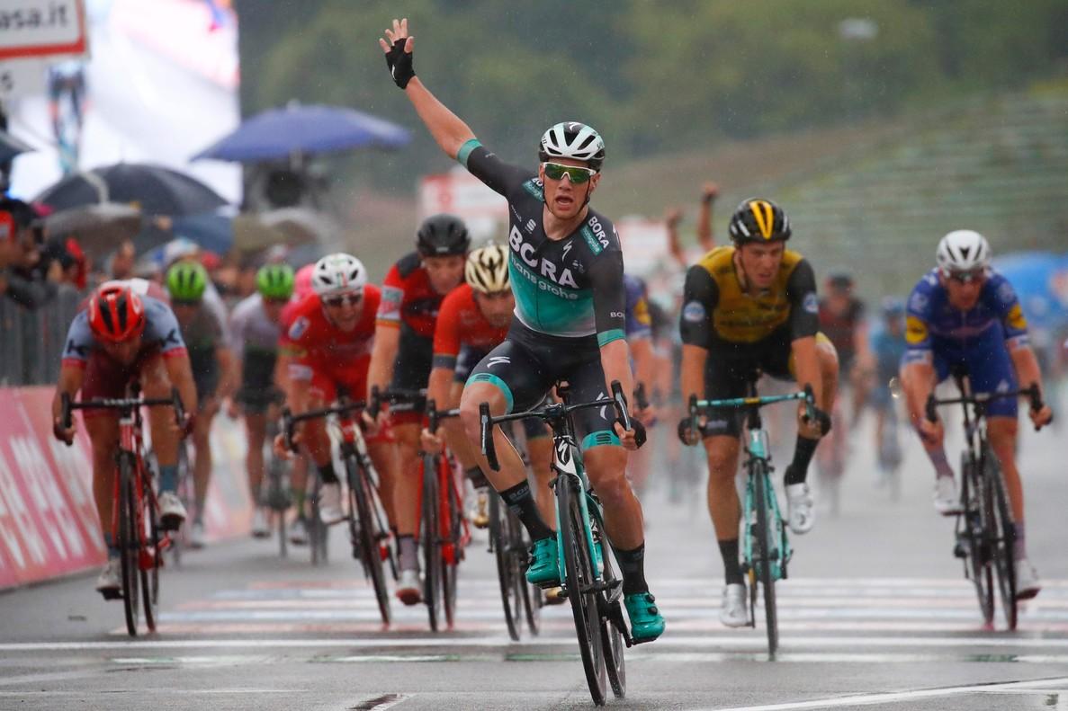 San Bennett triunfa en la 12ª etapa del Giro.