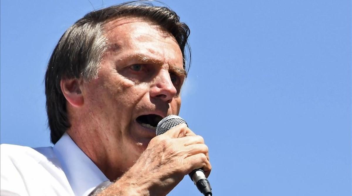 El candidato de ultraderecha de Brasil, Jair Bolsonaro, apuñalado.