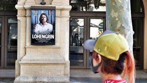 Cartel de 'Lohengrin' en la fachada del Liceu