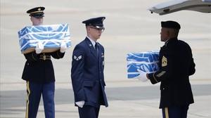 Ceremonia de entrega de los restos de los soldados en Osan.