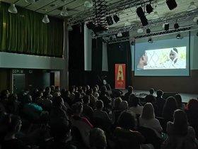 El Centre Cultural Albareda durante una sesión cinematográfica.