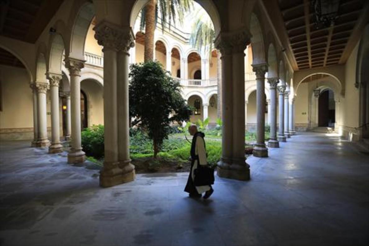 Claustro del Seminari Conciliar, que presiden dos palmeras.