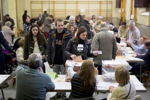 Un colegio electoral, en Barcelona, durante el 20-D.