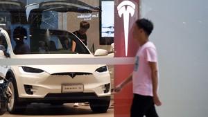 Concesionario de Tesla en Pekín (China).