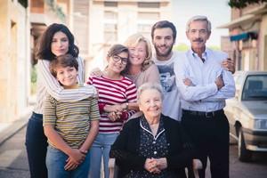 Los protagonistas de la serie de TVE-1 Cuéntame cómo pasó, en una imagen promocional de la 18ª temporada.