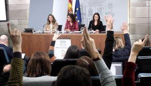 La ministra de Trabajo, Yolanda Díaz; la ministra Portavoz y de Hacienda, María Jesús Montero; y la ministra de Igualdad, Irene Montero, comparecen en rueda de prensa tras el Consejo de Ministros.
