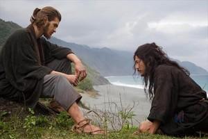 Un filme con preguntas. ¿No es arrogante que un extranjero imponga sus creencias?