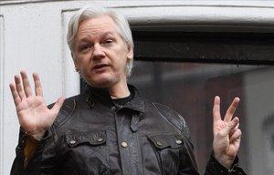 Julian Assange en la embajada de Ecuador en Londres.