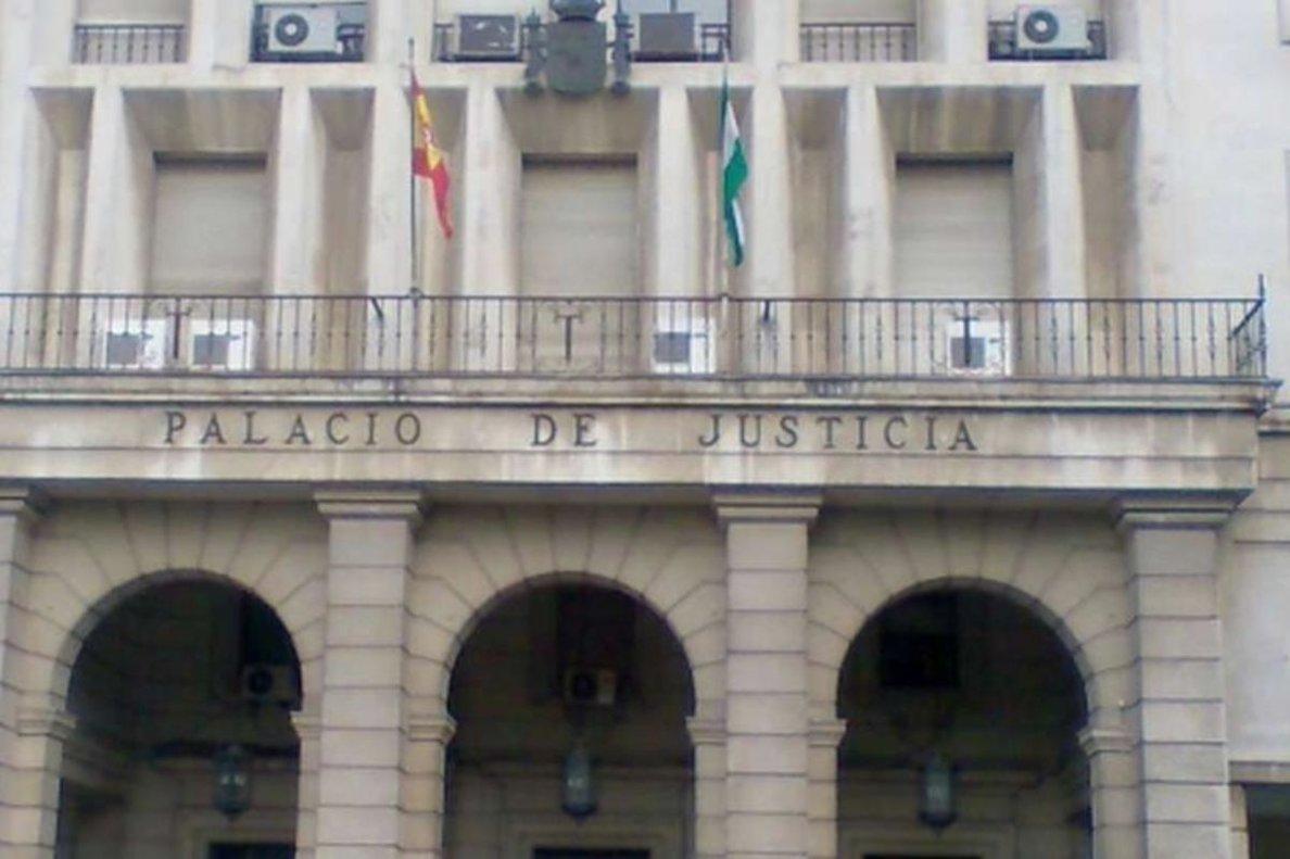 Entrada de la Audiencia Provincial de Sevilla