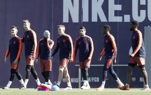 Denis Suárez, a la izquierda, junto a Gerard Piqué.