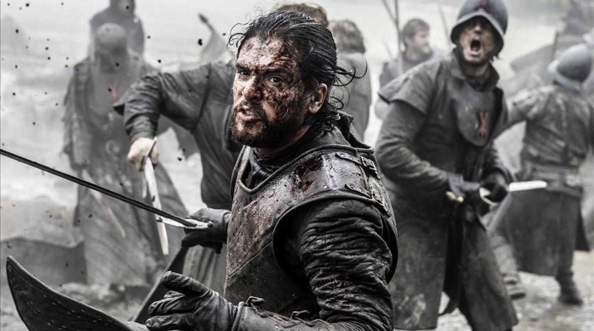El actor Kit Harington, que encarna a Jon Nieve en Juego de tronos, en una escena de acción de la macroproducción de la cadena HBO.