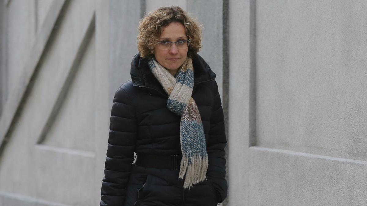 La 'exconsellera' Meritxell Ruiz, a su llegada al Tribunal Supremo.
