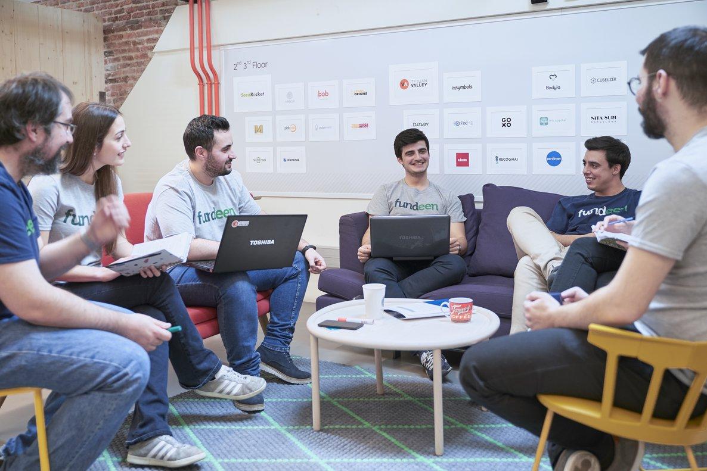 El equipo de la plataforma Fundeen, reunidos en la sede de la startup.