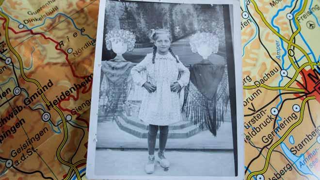 La hija de un republicano español prisionero de los nazis recupera una foto de su padre.
