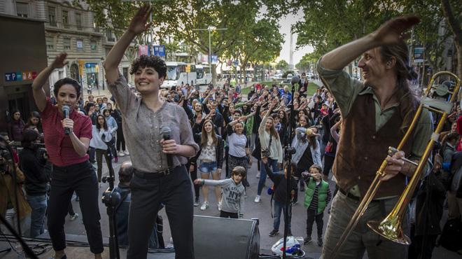 Hora de Joglar muestra el baile de Canet Rock 2017, en los Jardinetsde Gràcia.