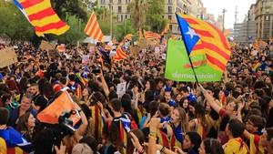Huelga de estudiantes en la plaça Universitat.