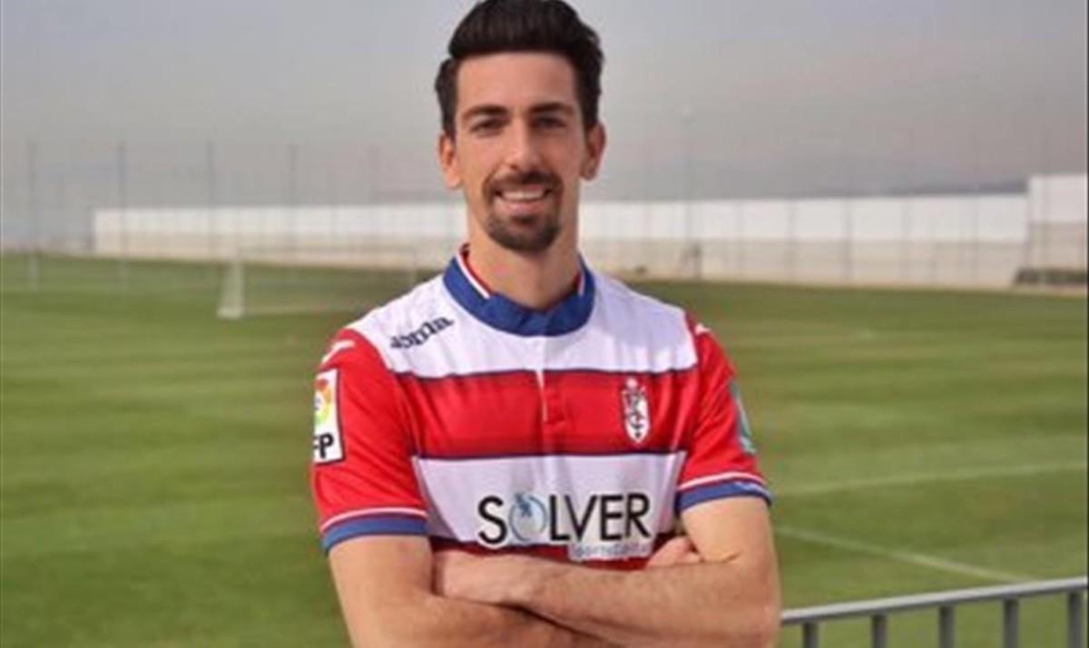 Isaac Cuenca, en su etapa como jugador del Granada.