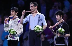 Javier Fernandez, con la medalla de oro.