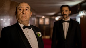José Ángel Egido (Hitchock) y Hugo Silva (Pacino), en la tercera temporada de 'El Ministerio del Tiempo'.