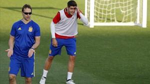 Julen Lopetegui y Morata, durante el entrenamiento del martes de la selección española en la ciudad deportiva de la RFEF.