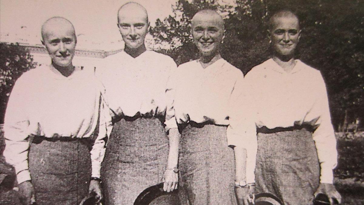 Las hijas del zar, con las cabezas rapadas, porque tras pasar el sarampión se les caía el pelo.
